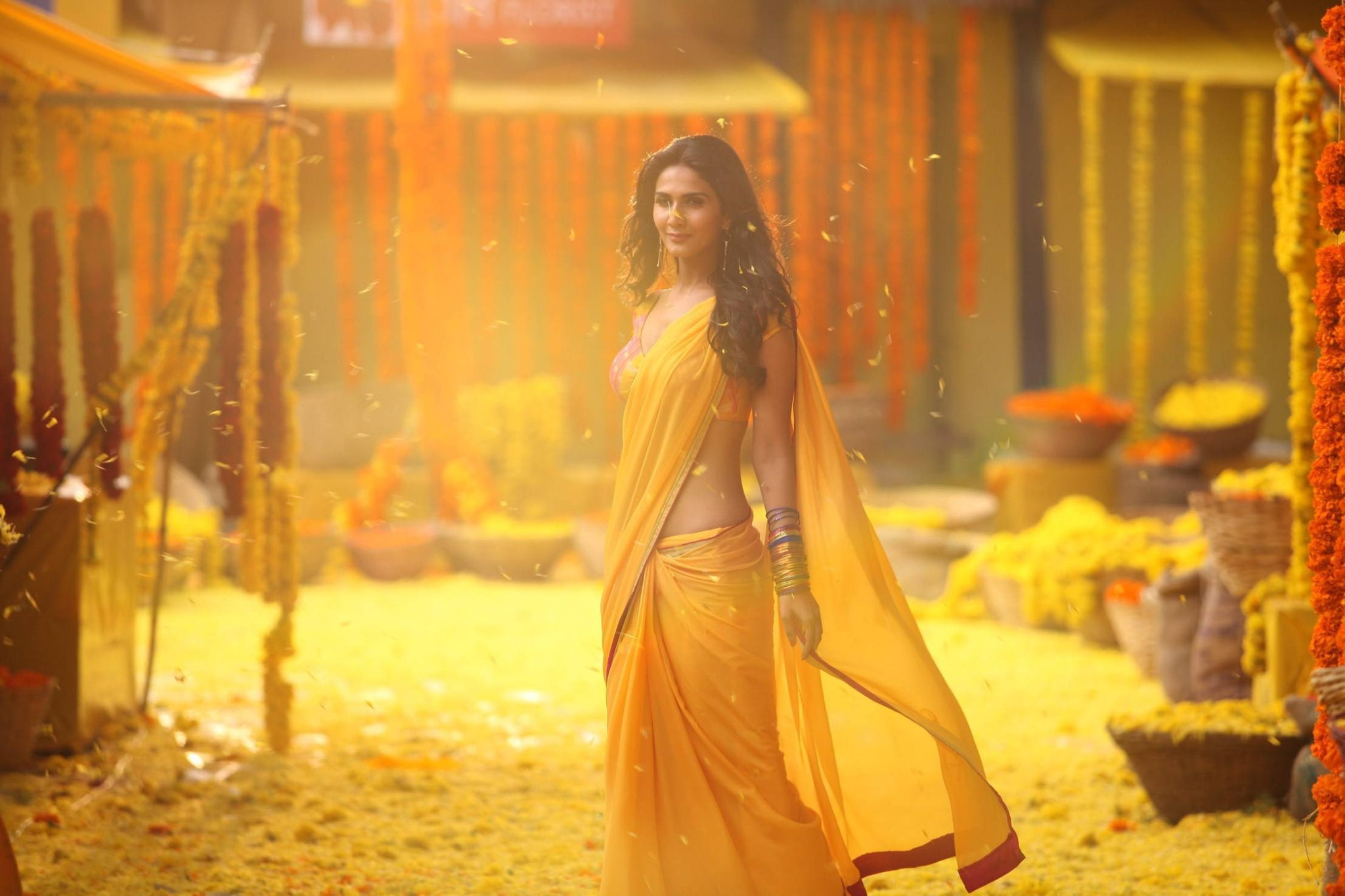 vaani-kapoor-in-yellow-saree