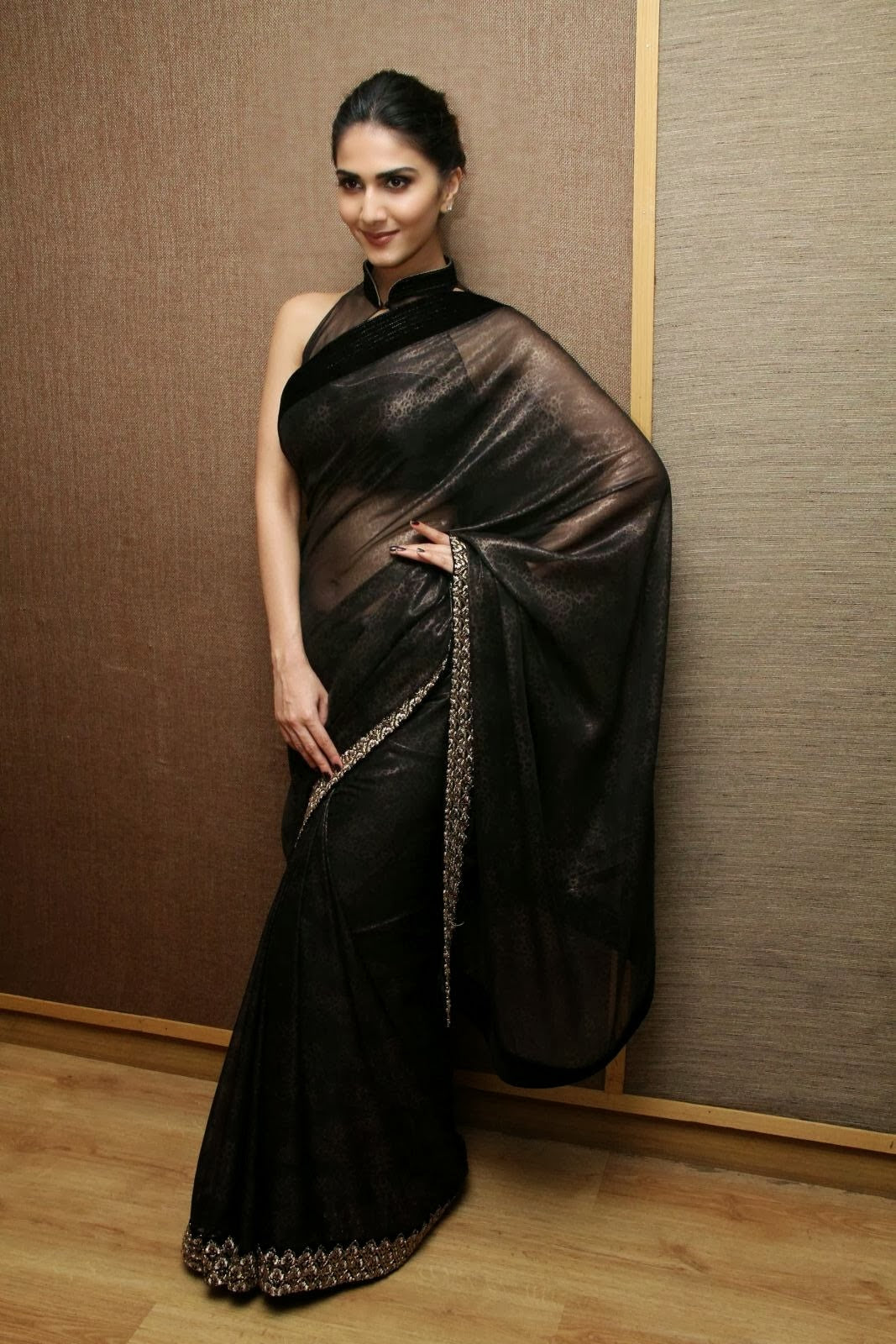 vaani-kapoor-in-black-saree