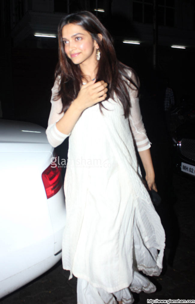 deepika-in-designer-white-suit
