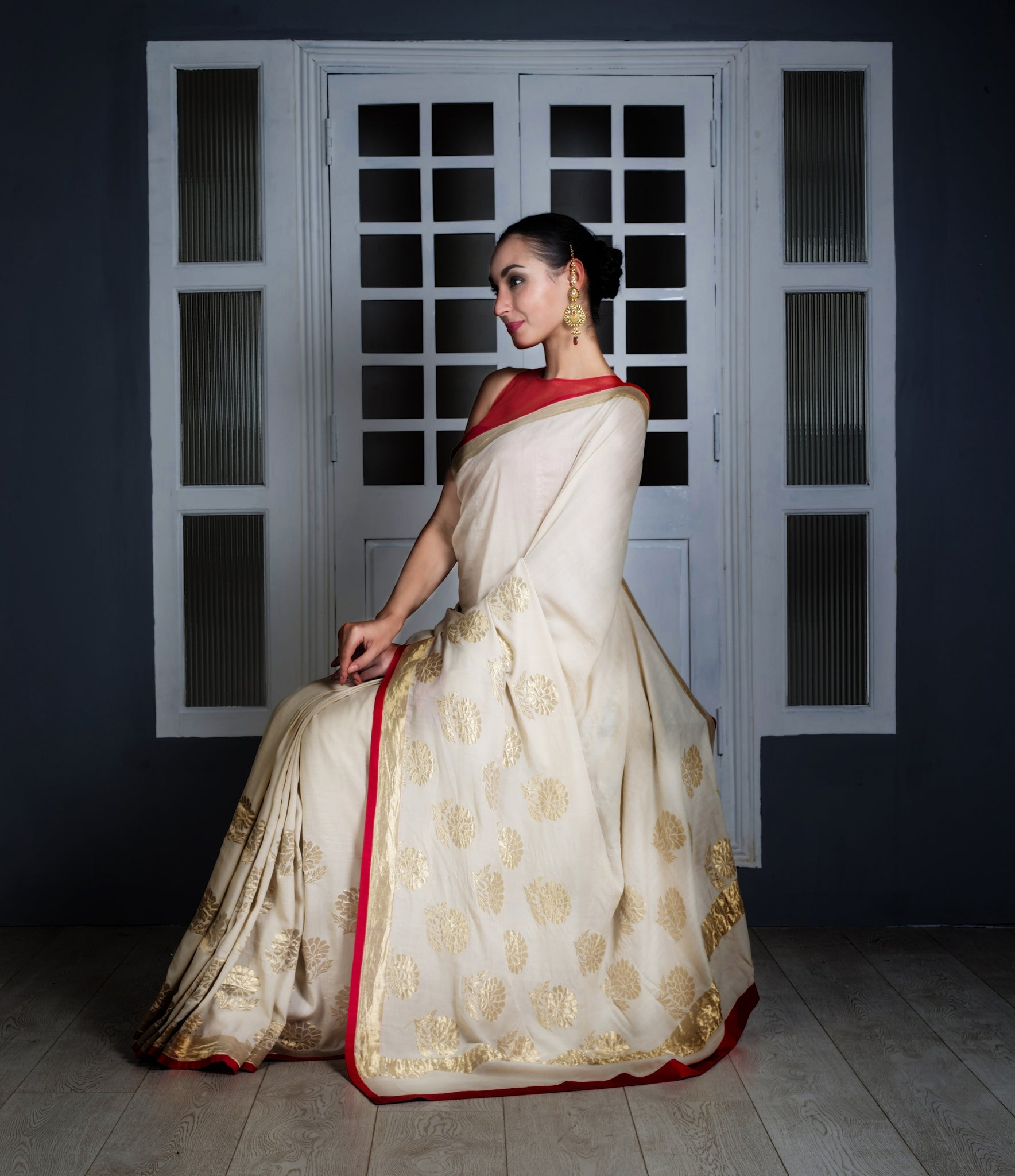 white-silk-saree-with-red-border