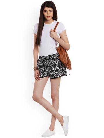 Women-Black-&-White-Printed-Crepe-Regular-Fit-Shorts-Women-Western-Wear