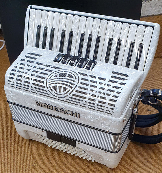 Moreschi Agile 30 key 72 bass second hand piano accordion