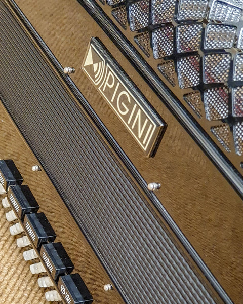 Pigini Convertor 42/B freebass button accordion Second Hand Unison Tuned - TheReedLounge.com