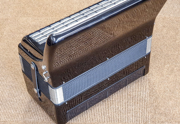Weltmeister Rubin 2 voice 60 bass Piano Accordion - TheReedLounge.com