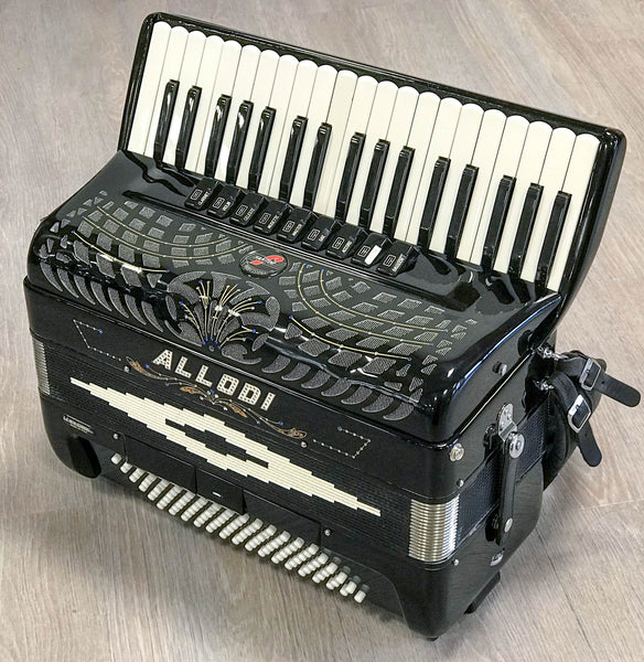 Fantini 37 key 4 voice 96 bass musette piano accordion