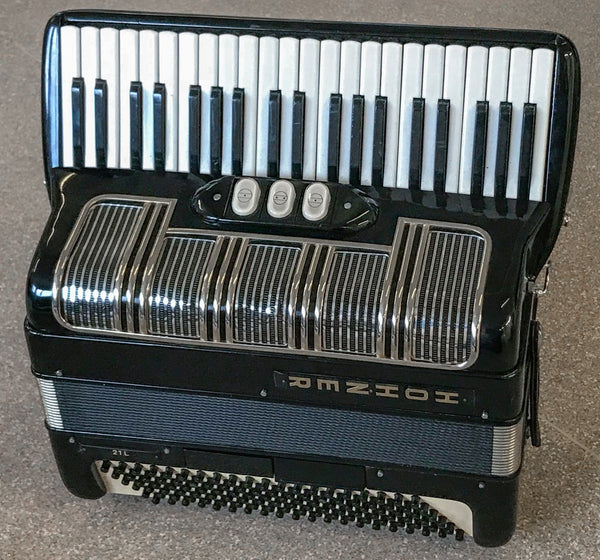 Hohner 21L Piano Accordion - TheReedLounge.com