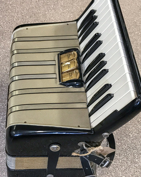 Hohner Student V 48 bass piano accordion - TheReedLounge.com