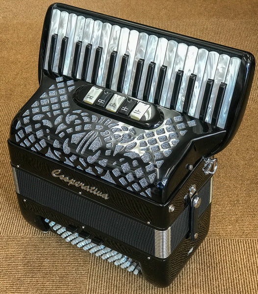 Cooperativa 72 bass 3 voice compact piano accordion - TheReedLounge.com