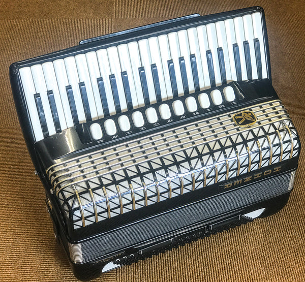 Hohner Atlantic IVn Musette 120 bass piano accordion