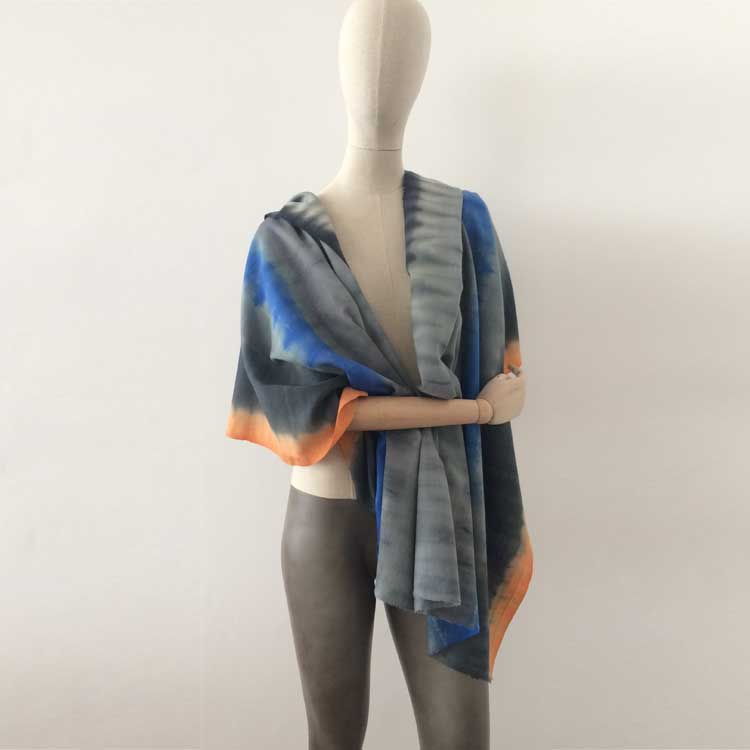 wool-scarf-hand-painted-70x230cm-grey-blue-orange-otta-italy-63