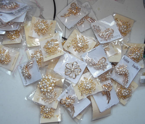 Gold Pearl and Rhinestone Brooches Lots BR-030