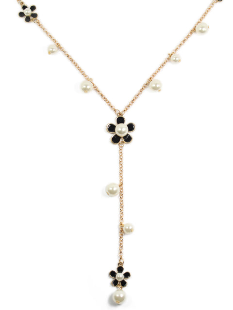 Daisies and Pearls Necklace