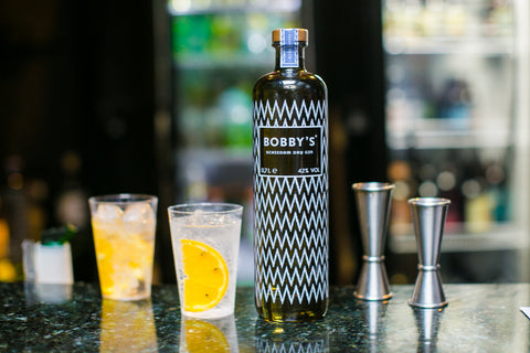 Bobby's Perfect Serve - Gin Tônica com laranja e cravo