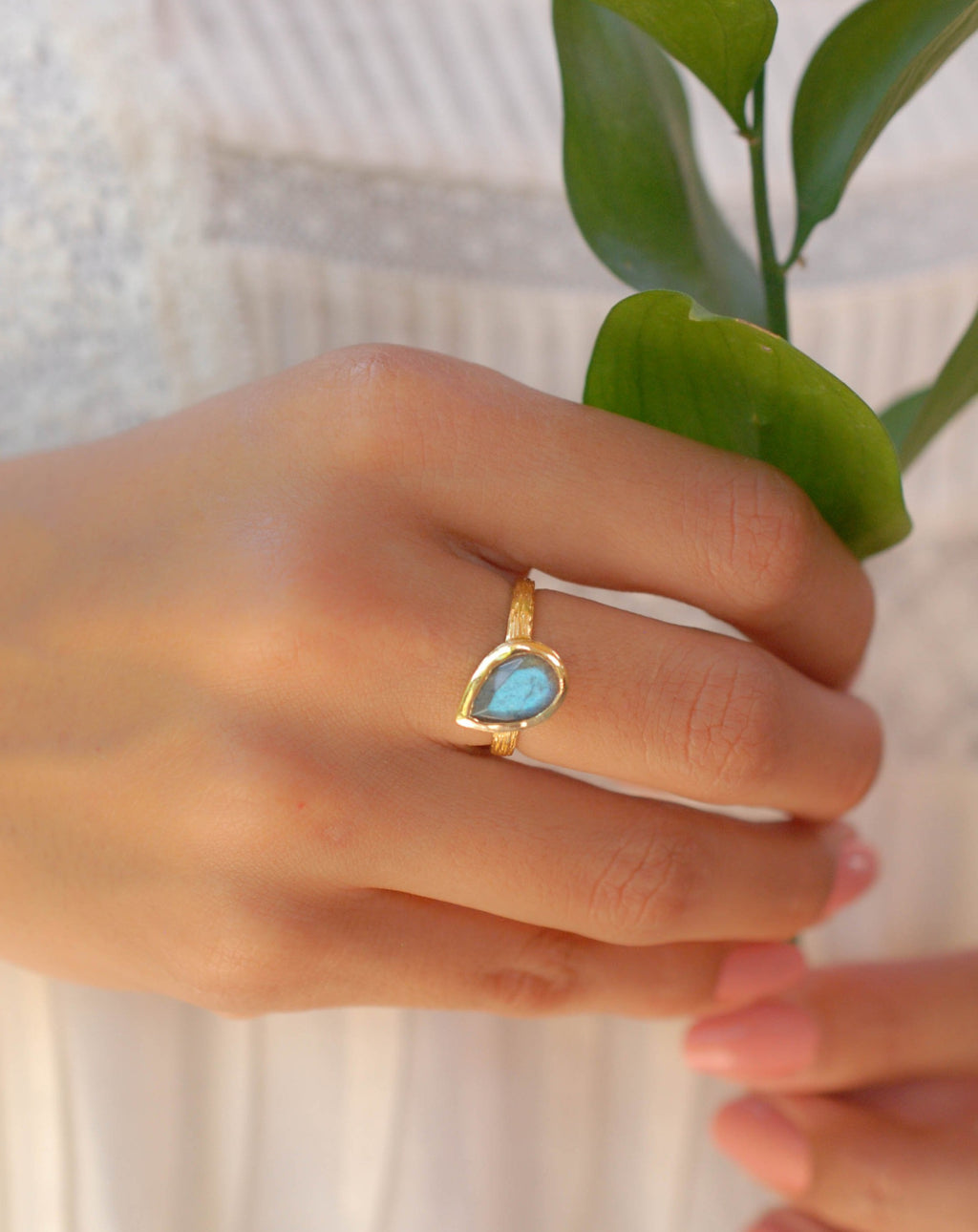 Beatriz Ring * Rainbow Labradorite * Gold Plated 18K * SBJR127