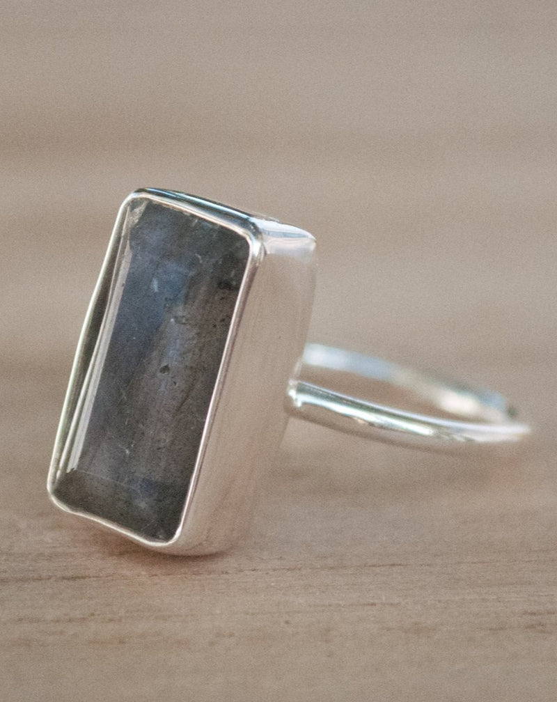 Rainbow Labradorite Ring * Sterling Silver 925 * Statement * Gemstone * Thin Band * Bycila * Jewelry * February *March Birthstone BJR191