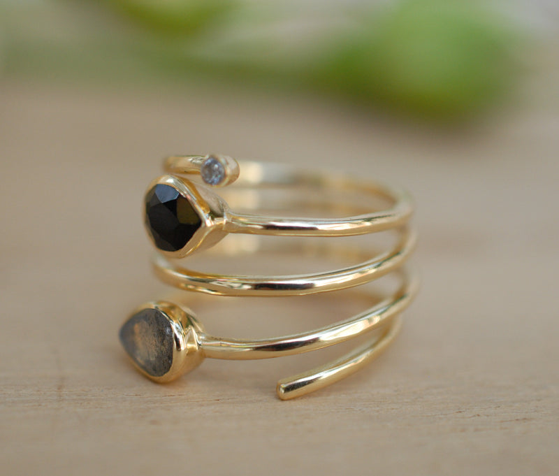 Black Onyx & Labradorite Gold Plated 18k Ring * Black stone* Gemstones * Handmade *Statement *Gift for her*Spiral Ring Jewelry*Bycila*BJR058