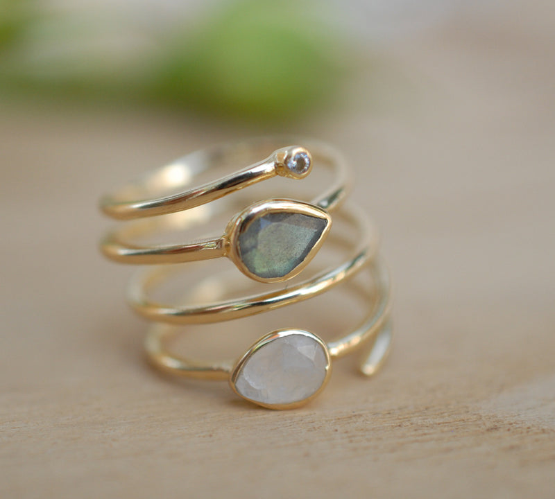 Labradorite & Moonstone Gold Plated 18k Ring * Rainbow stone* Gemstones *Handmade *Statement *Gift for her*Spiral Ring Jewelry*Bycila*BJR057