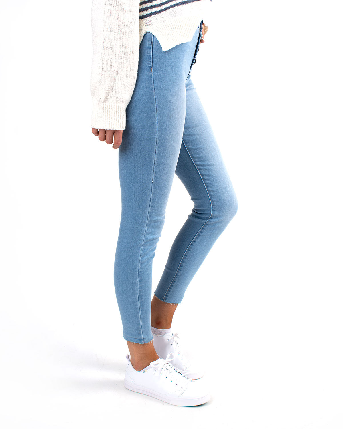 High Rise Exposed Button Skinny