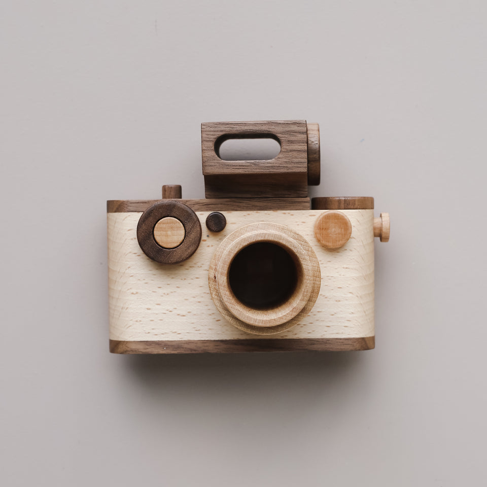 """Big Flash"" 35 mm Wooden Toy Camera"