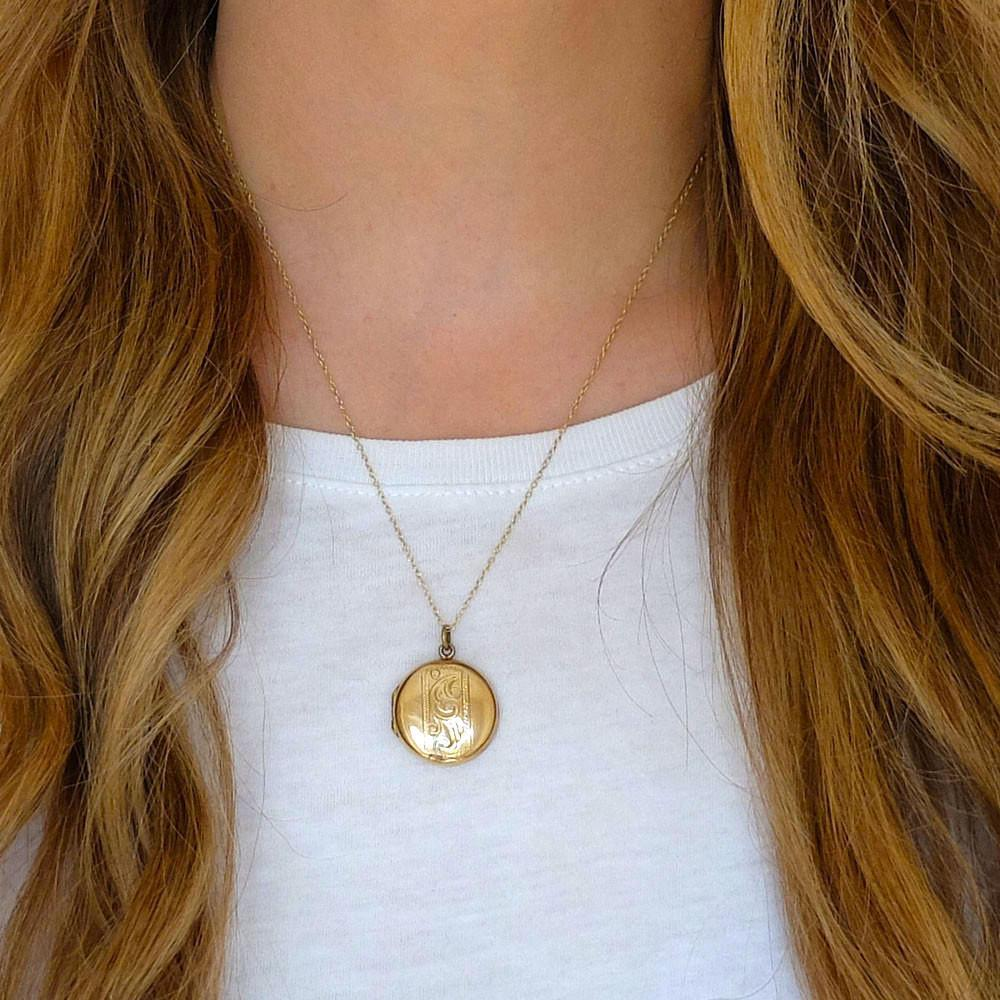 Vintage 1930s Round Gold Locket Necklace