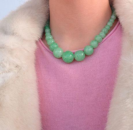 Vintage 1950s Green Glass Speckles Necklace