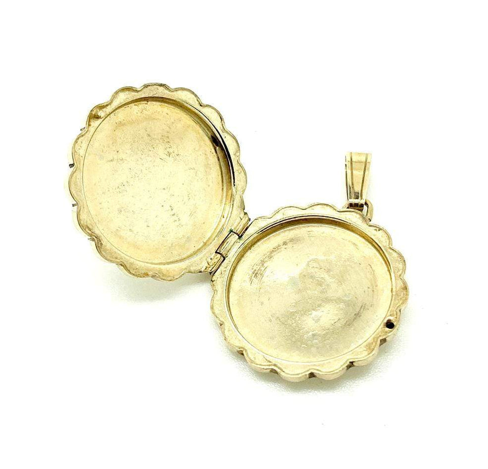 1960s Necklace Vintage 1968 9ct Gold Scalloped Round Locket Necklace