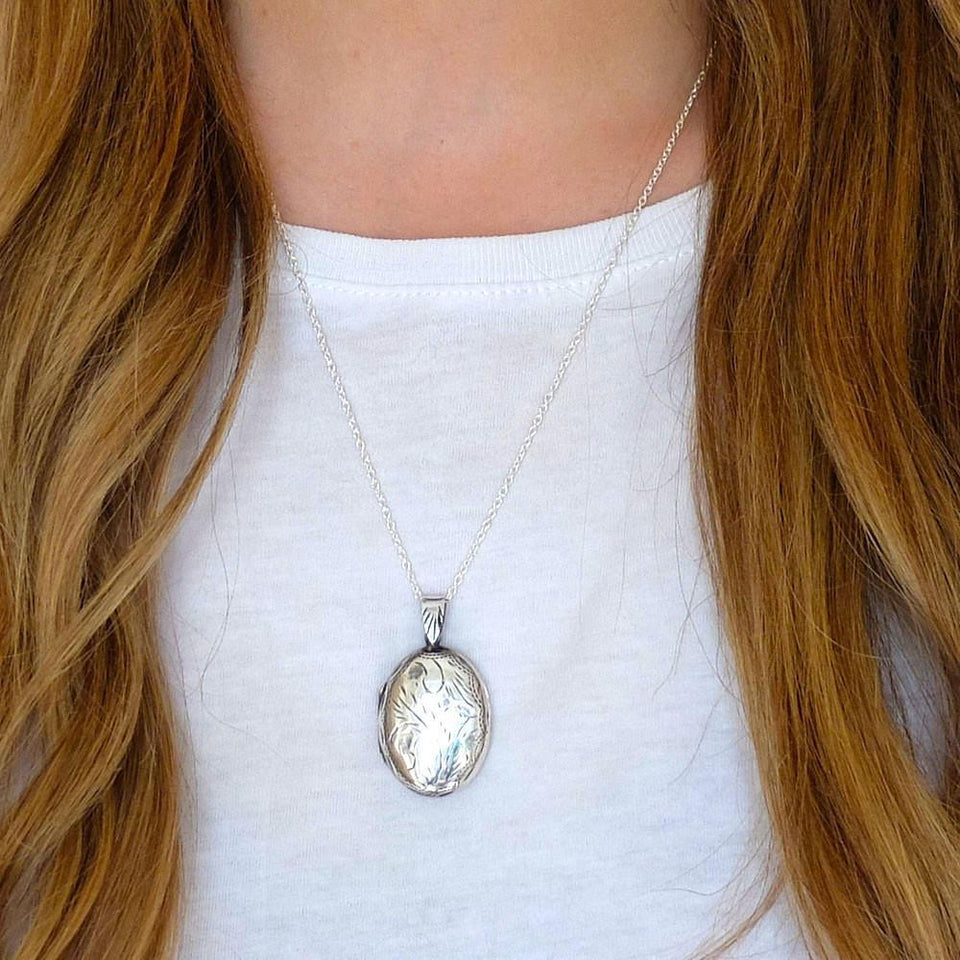 Vintage 1970s Silver Engraved Locket Necklace