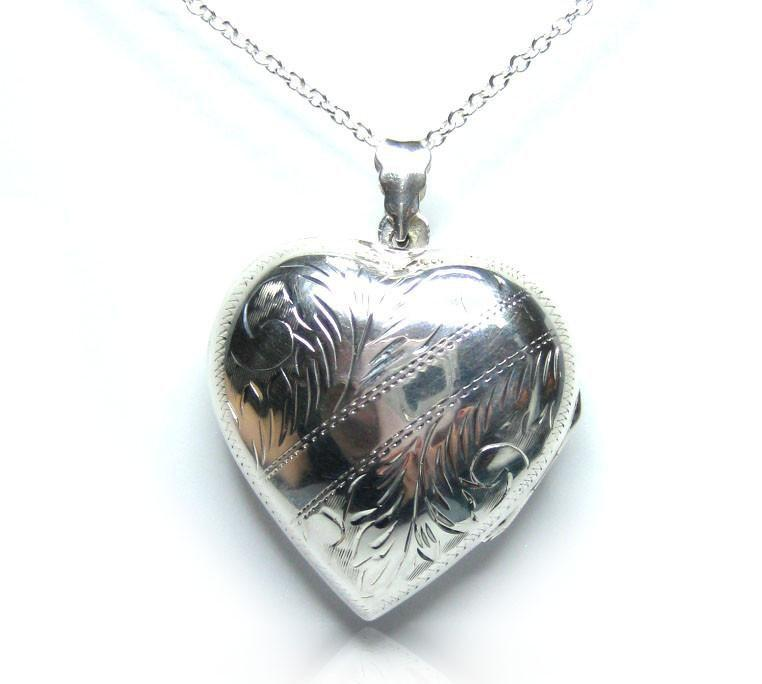 Vintage 1970s Silver Heart Locket