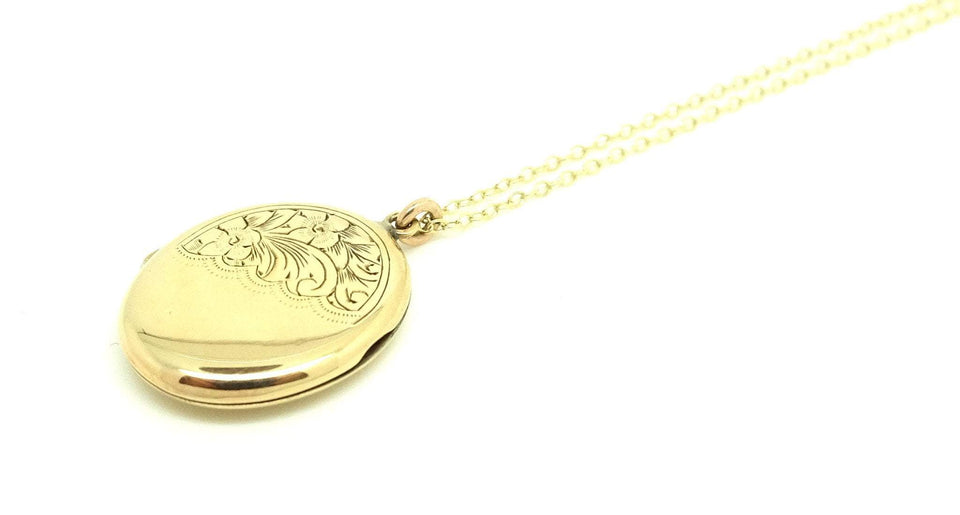 Antique Art Deco (1920-1935) Yellow Gold Oval Locket
