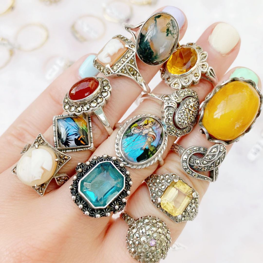 DIAMOND<br>ANTIQUE RINGS<br><b>SHOP NOW ></b>