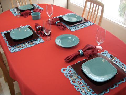 Contrasting colour table place settings can assist dementia suffers at meal times.