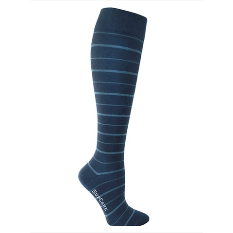 Stately blue will never go out of fashion. Try these awesome blue comression socks out for size.