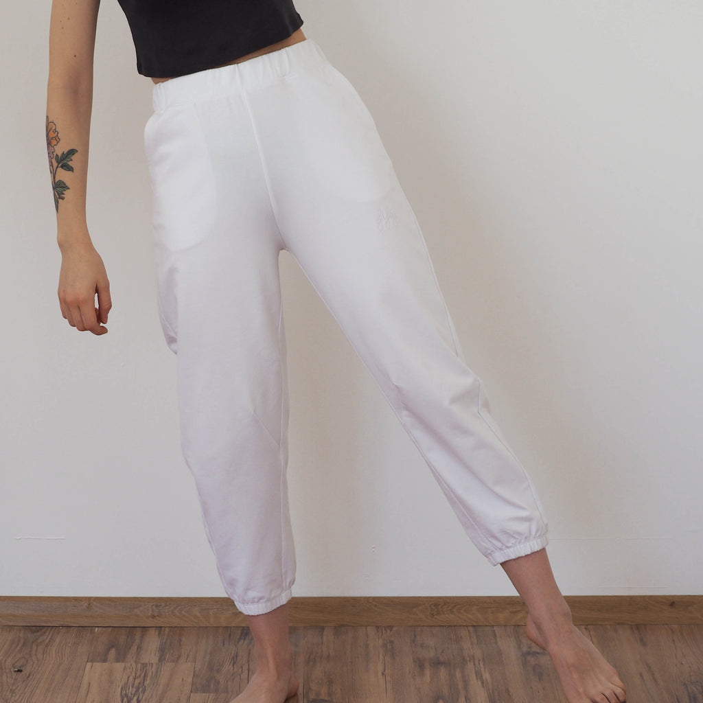 fifty pieces slouchy fit joggers beyaz