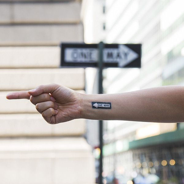 Picture of Tattly One Way Sign Geçici Dövme