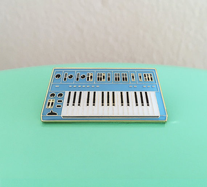Enamel Pin : Charming Afternoon - Synth Keyboard (3rd Edition) (Blue) - MeMe Antenna