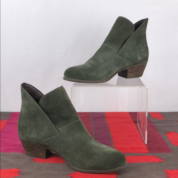 Me Too Hunter Green Suede Ankle Booties