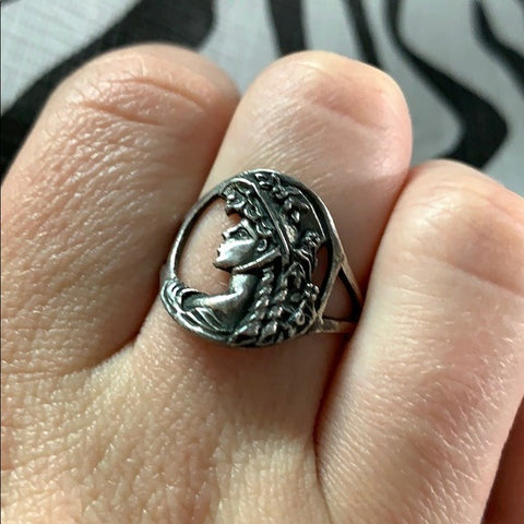 Vintage Sterling Silver Victorian Lady Ring