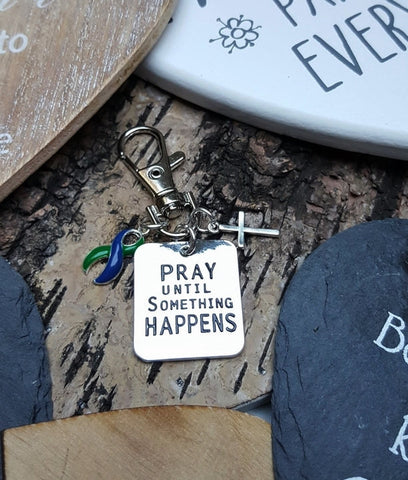 GB-6 IIH Awareness Intracranial Hypertension Awareness Pray Until Something Happens Keychain