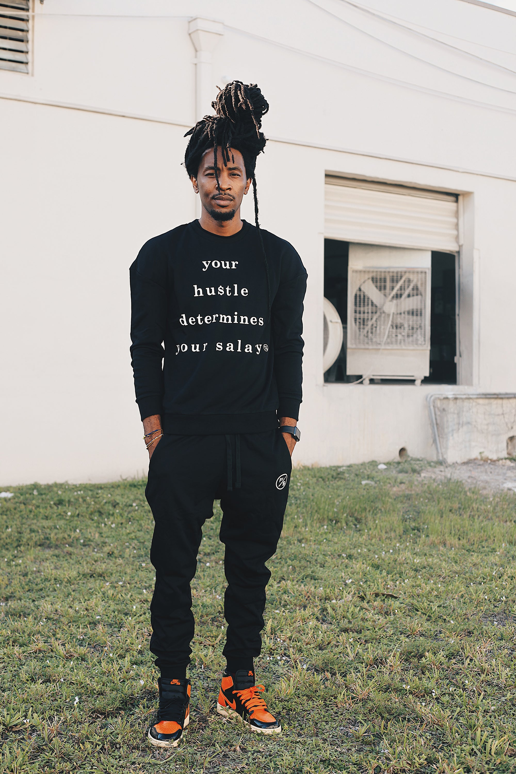 Salary Pullover Crewneck (Top - Black)