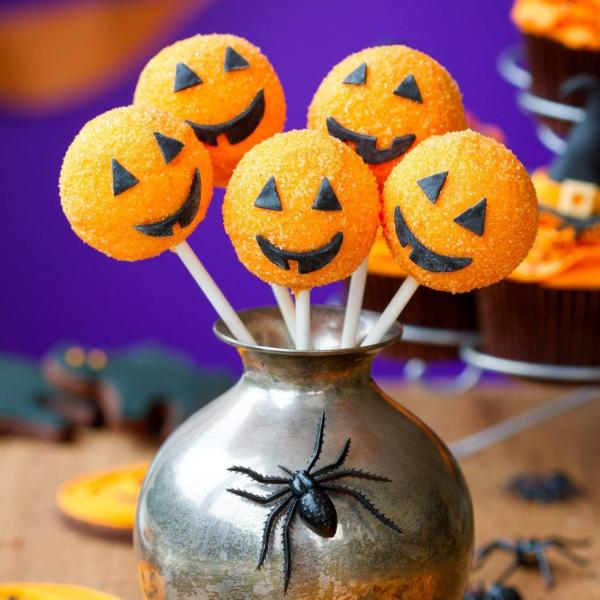 Pumpkin Cake Pops for Halloween - Cake Pops Parties