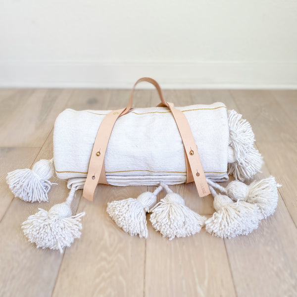 Sandune Throw & Leather Carrier
