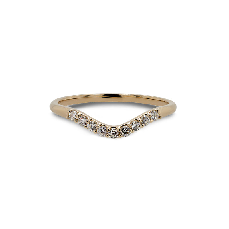Front view of a shadow band with 9 round cut diamonds and set in 14 kt yellow gold. - King + Curated