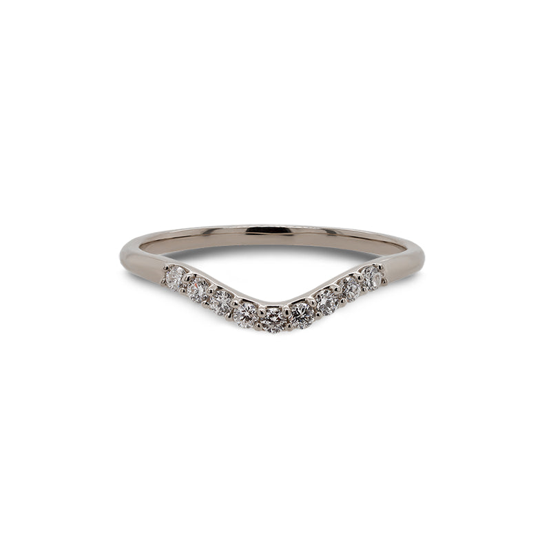 Front view of a shadow band with 9 round cut diamonds and set in 14 kt white gold.