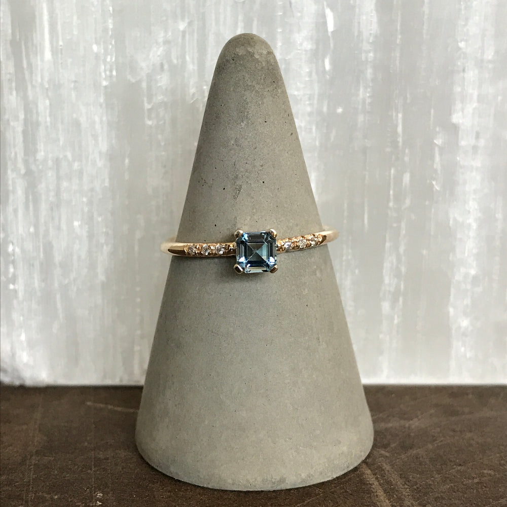 Load image into Gallery viewer, Aquamarine And Diamond Ring - The Curated Gift Shop