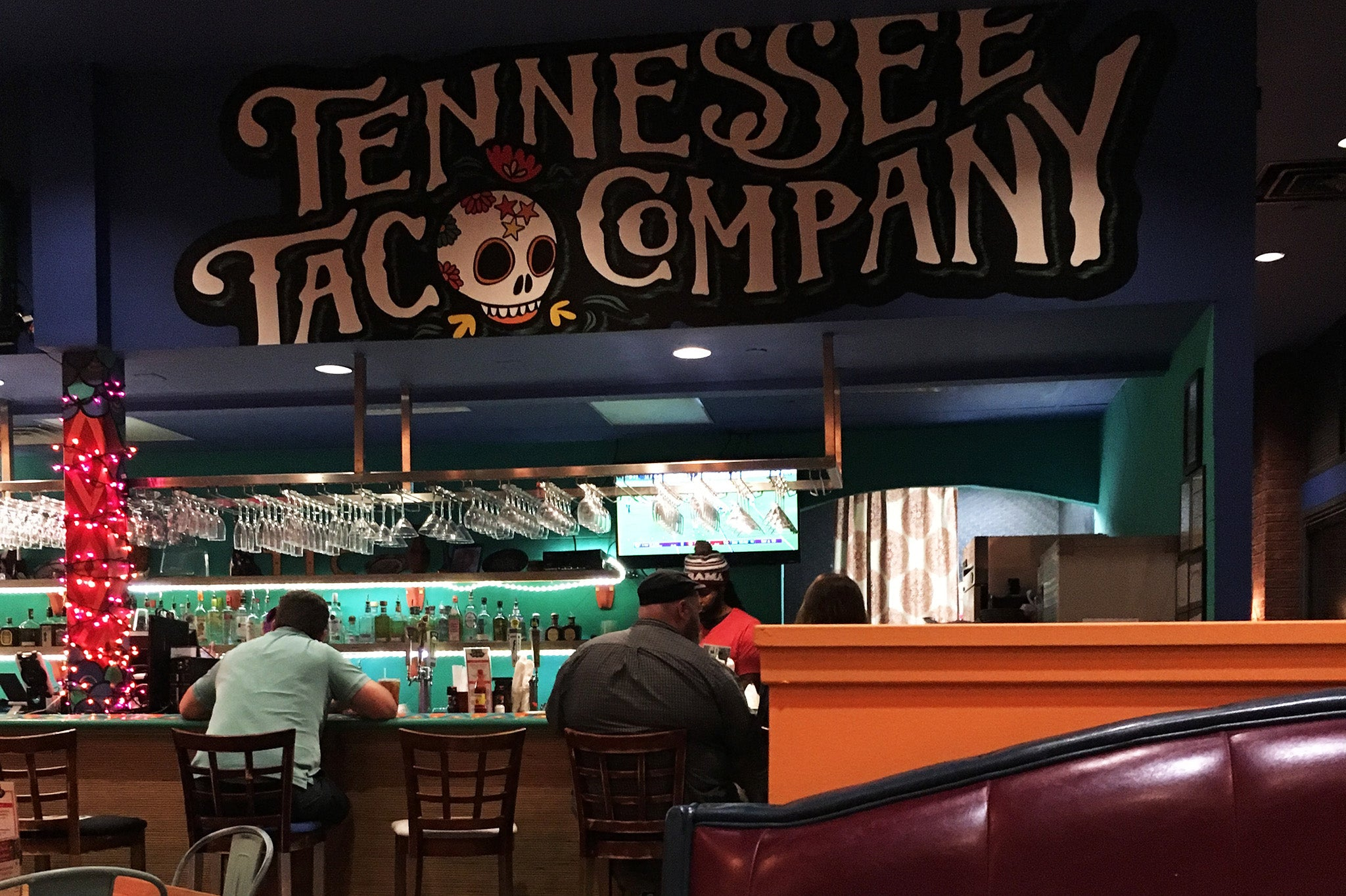 ShopMucho goes to Tennessee Taco Company for dinner on a Saturday night
