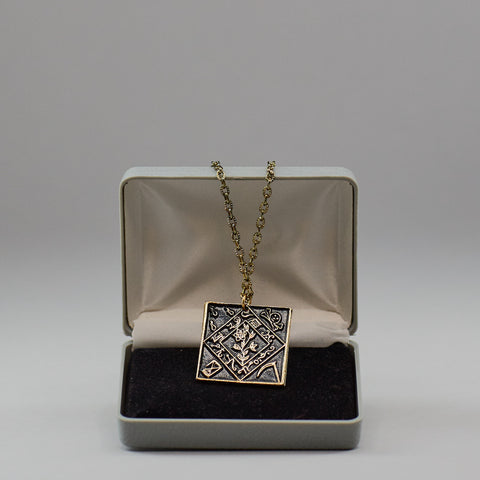 Win the Female Necklace