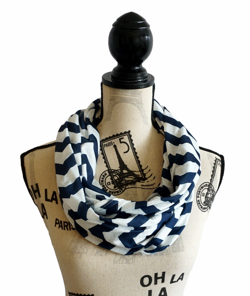 Infinity scarf - Nursing Breastfeeding cover Chevron Pattern - Navy
