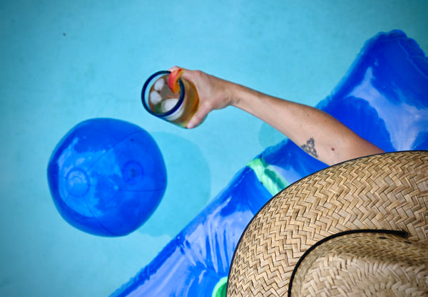 Tea cocktail in the pool