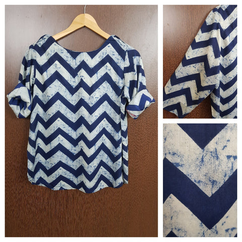 Casual, Shoulder Buttoned Zig Zag Print Top