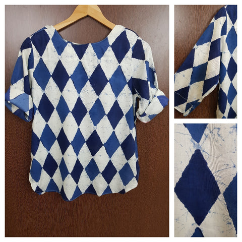 Casual, Shoulder Buttoned Rhombus Print Top